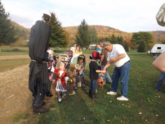 Allegheny River Campground: Halloween