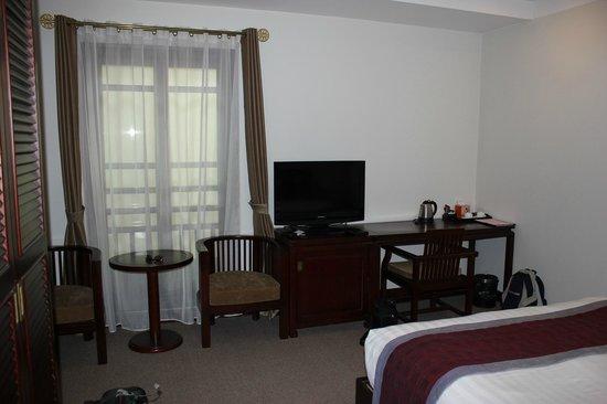 La Dolce Vita Hotel: Bedroom with window over the indoor courtyard