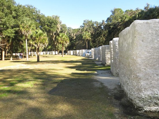 Kingsley Plantation : Slave Homes built with sea shells