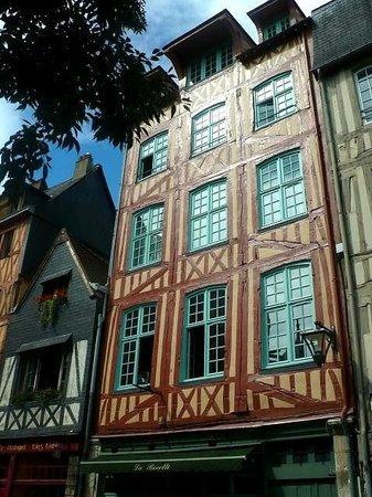 Aître Saint-Maclou : Aître St-Maclou: Rouen: Francia: facciata casa in rue Martainville