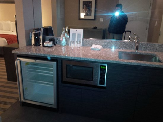 Avenue Suites Georgetown: BAR IN ROOM