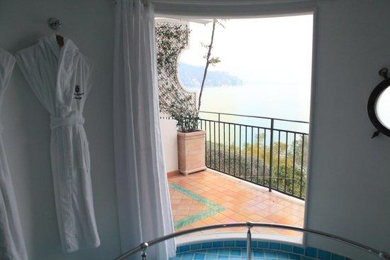 Santa Caterina Hotel: バスルームからの眺め