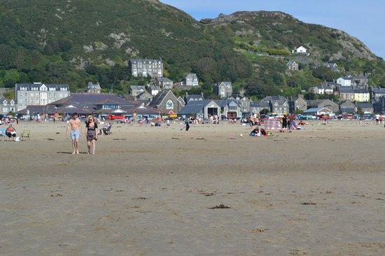 Barmouth, UK: Dinas Oleu from the beach