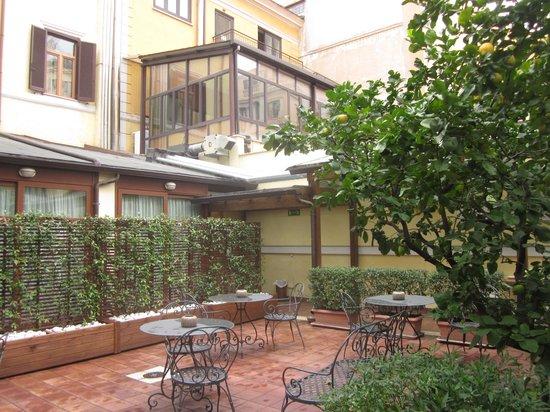 Hotel Select Garden : 気持ちのいい中庭