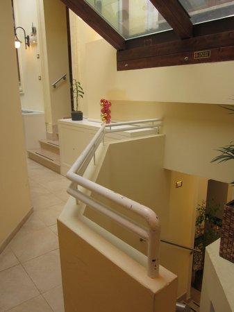Hotel Select Garden : 地下の食堂へ向かう廊下