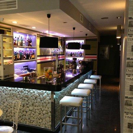 Chloe Bar: Gin Tonic Bar