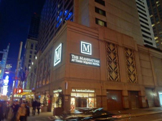 The Manhattan at Times Square Hotel: Fachada do hotel