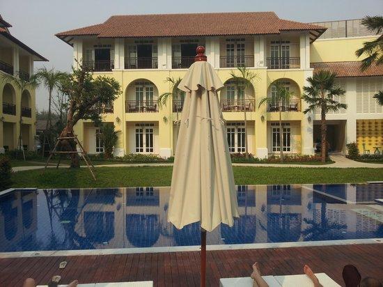 Kham Thana Hotel: Pool