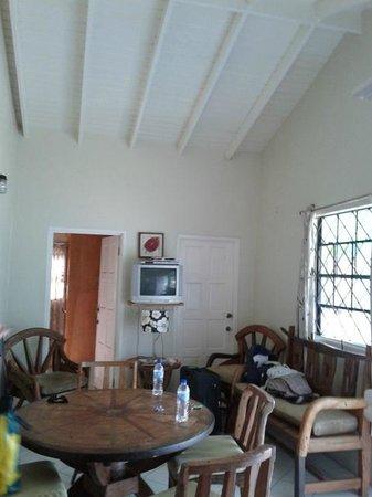 Belle Kaye: VILLA: salotto/sala da pranzo