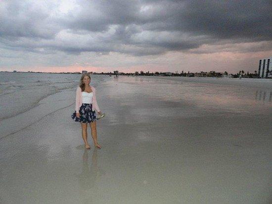 Pointe Estero Beach Resort: beach in front of pointe estero