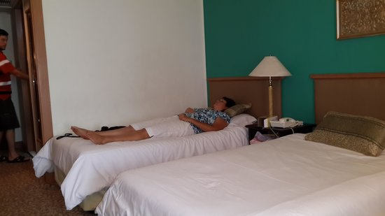 Indra Regent Hotel : The walls were dirty!