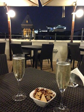 Hotel Artemide : 免費的迎賓汽泡酒