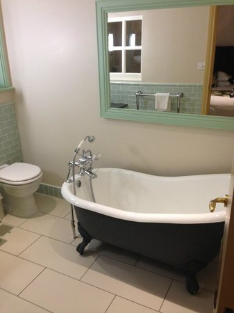 The Bushmills Inn Hotel: Bathroom