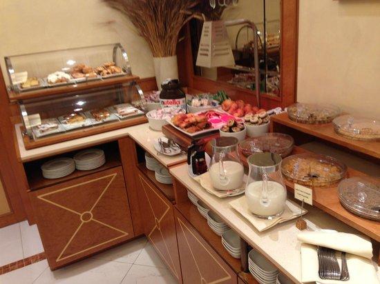 Hotel Artemide : 早餐