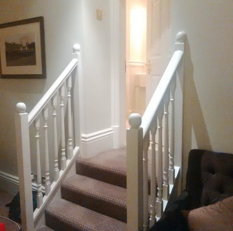 Hendon Hall Hotel : Stairs to bathroom