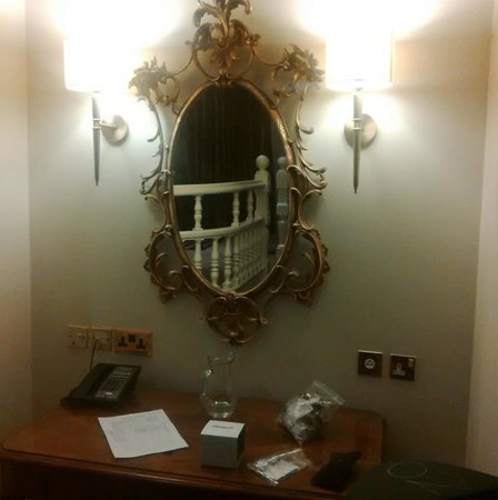 Hendon Hall : Grand Mirror