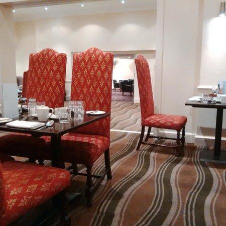 Hendon Hall Hotel: Breakfast Room