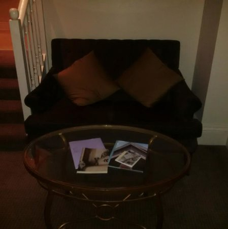 Hendon Hall : Sofa