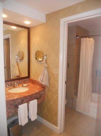 Hilton Princess Managua: Bathroom