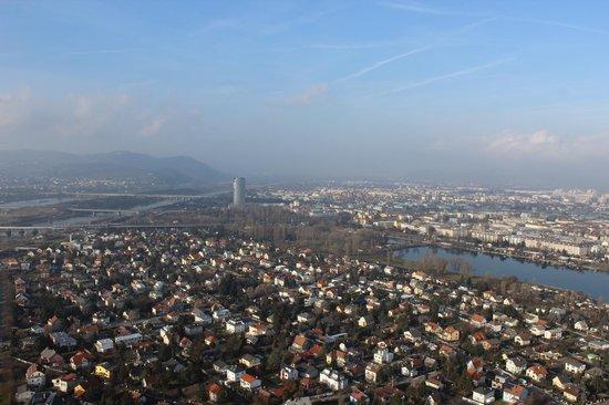 Donauturm : Blue Sky