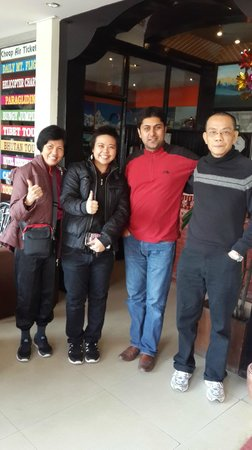 Peak Point Hotel: My family & Sujan, the owner
