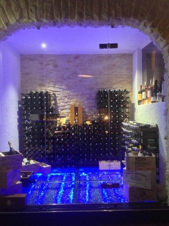 La Vieille Gabelle : voici un vue d'ensemble de cette cave où les vins sont de grand choix