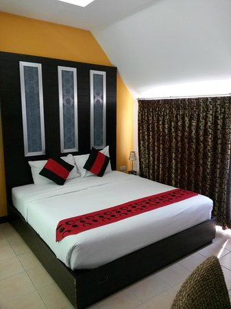 Oasis Inn Bangkok Hotel: queen size bed