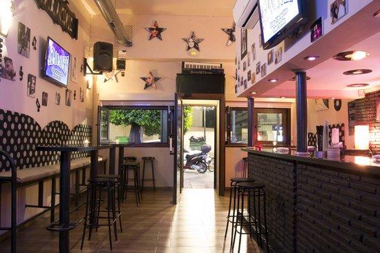 Decoracion De Un Karaoke ~ Azabache Karaoke Bar Peque?o, pero acojedor y ameno