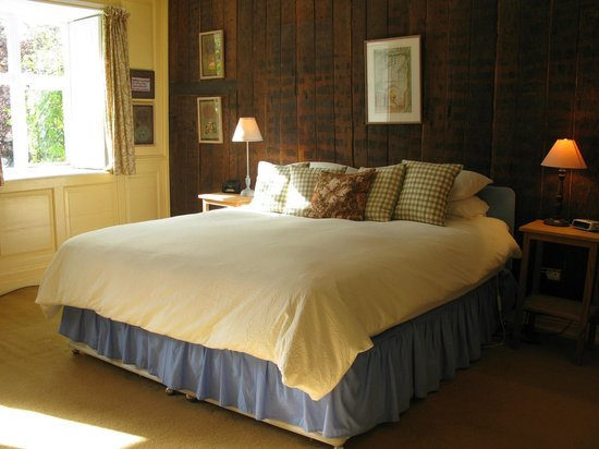 College Farm Bed & Breakfast: Panelled bedroom