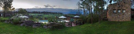 Villa Yacanto, Argentina: La pileta y sus vistas