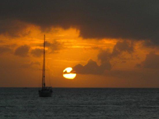 Splendido tramonto sulla spiaggia di Rodney bay