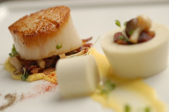 Hops and Vines: Seared Scallops