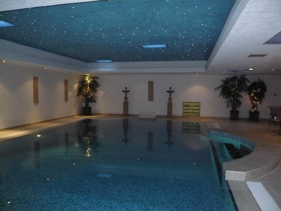 Mirage Suites: Swimming pool