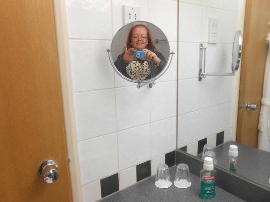 Crowne Plaza London - Kings Cross: bathroom was spacious and clean