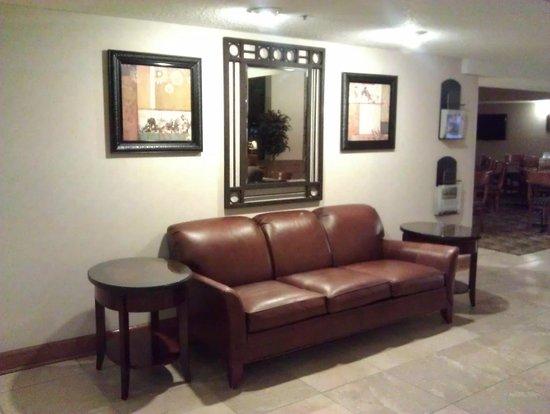AmericInn Hotel & Suites Omaha: Lobby