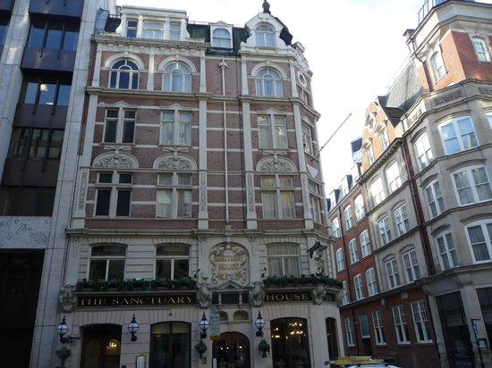 The Sanctuary House Hotel : Das Hotel liegt an einer Straßenecke