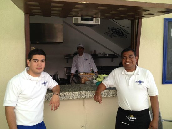 Blue Fish Cabo Seafood : Friendly Staff