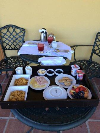 Hotel La Casona de Vina Matetic : Breakfast on the Patio