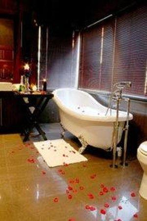 Lord's Signature Hotel: Luxury Bathroom