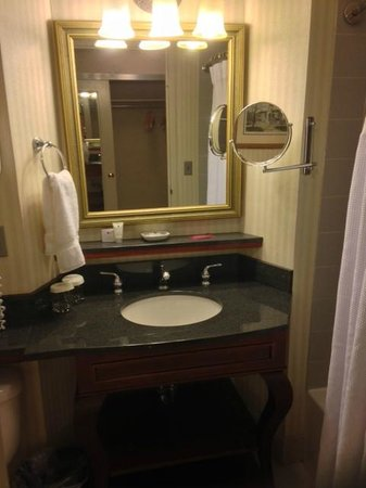 Delta Hotels by Marriott Richmond Downtown: Loose Mirror, Loose Faucet Handle, but Spotlessly Clean! Rm 622