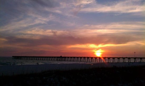 Portside Resort : Beautiful sunset at the pier