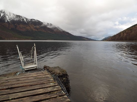 Letterfinlay Lodge Hotel: off the jetty on the Loch