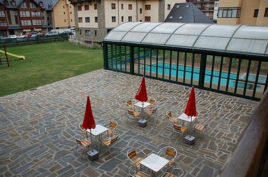 Suite Aparthotel y Spa Eth Refugi d'Aran: VISTA DESDE EL APARTAMENTO-