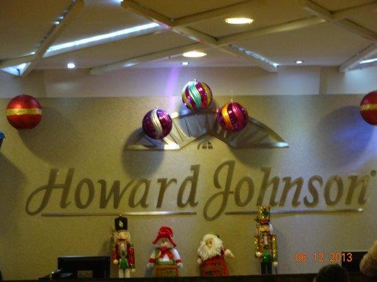 Howard Johnson Hotel Versalles Barranquilla: The Hotel's front desk