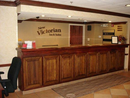 New Victorian Inn & Suites: Lobby
