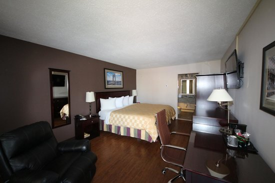Ramada Wayne Fairfield Area: Deluxe King