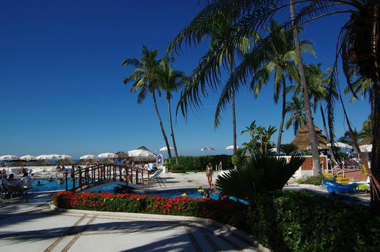 Buenaventura Grand Hotel & Great Moments All Inclusive: grounds