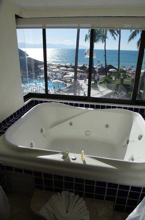 Buenaventura Grand Hotel & Great Moments All Inclusive: Jacuzzi in Honeymoon suite
