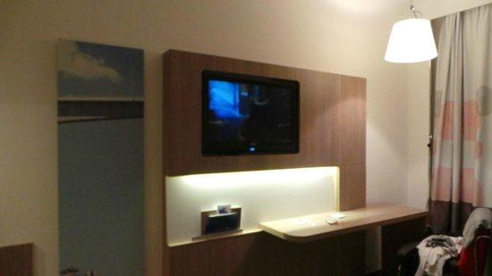 Hotel Novotel Moscow Sheremetyevo Airport: Телевизор с множеством каналов