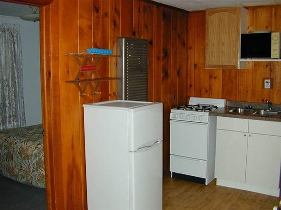 Doll's Paradise Lake Resort: Two room kitchenette